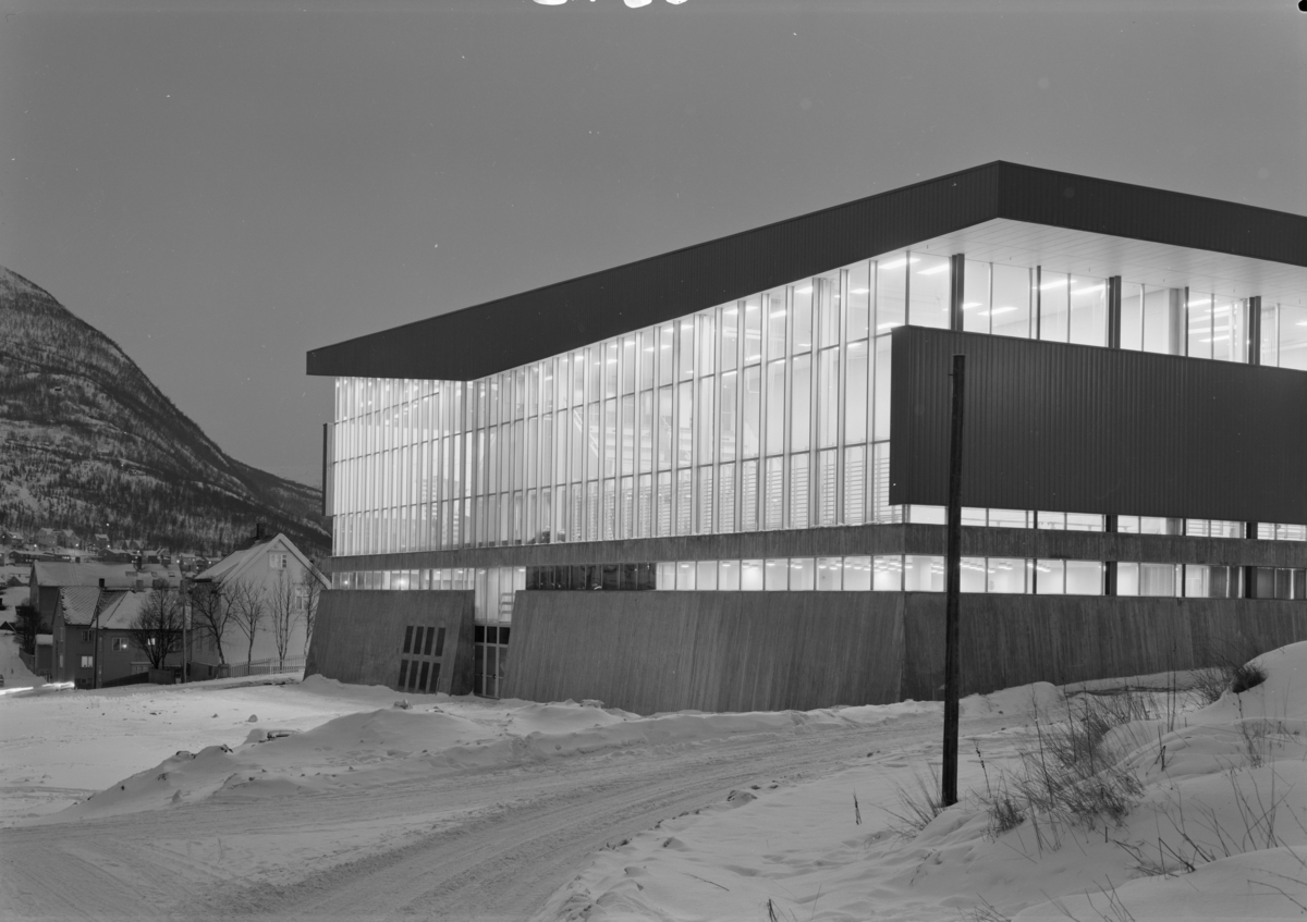 Arkitekturfoto av Idrettens hus i Narvik.