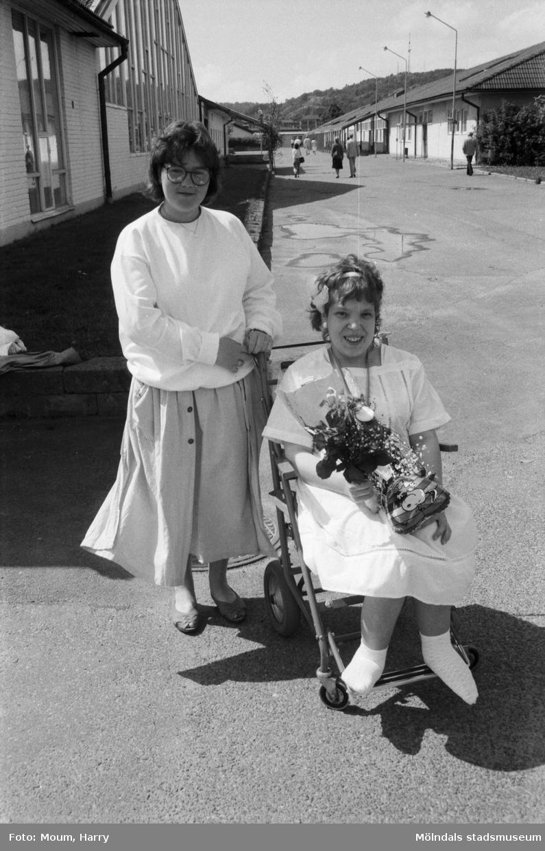 Studentexamen på Fässbergsgymnasiet i Mölndal, år 1985.  För mer information om bilden se under tilläggsinformation.