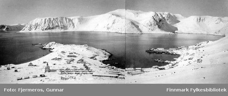 Et vinterlig bilde av Honningsvåg rett etter krigen, tattt i april 1946.