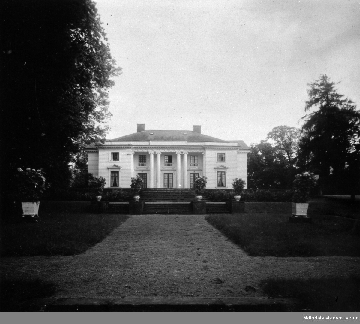 Exteriör Gunnebo slott från norr. 1930-tal.