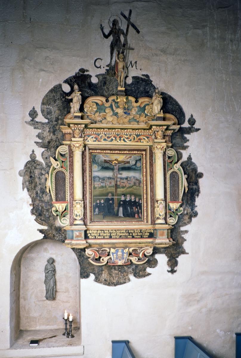 Ringsaker kirke, prekestol, minnetavle over sokneprest Oluf Thommessøn fra 1632.