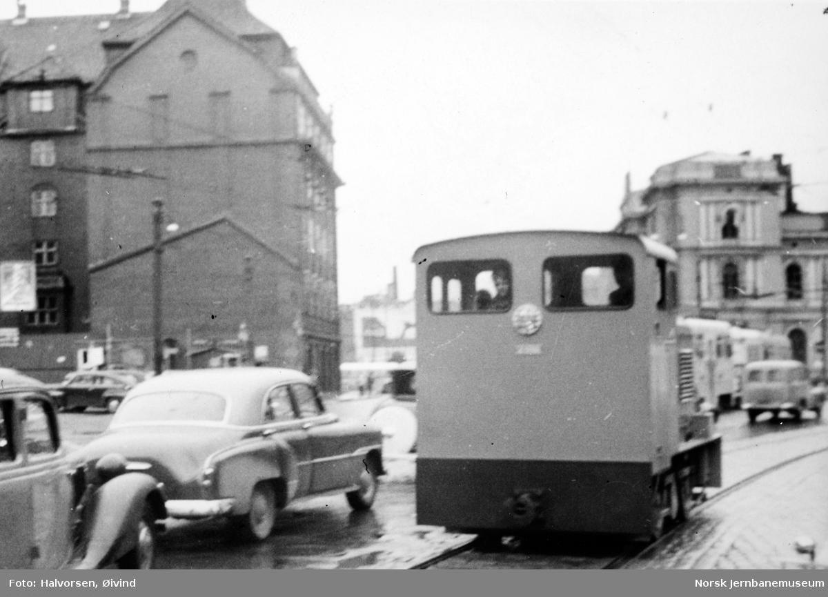 Levahn diesellokomotiv til Statens Havnevesen, Berlevåg, under prøvekjøring i Oslo før levering