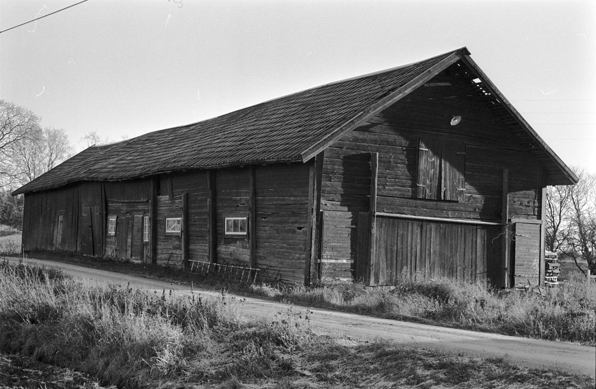 Ladugård, Tjälinge 5:1, Norrgården, Skogs-Tibble socken, Uppland 1985