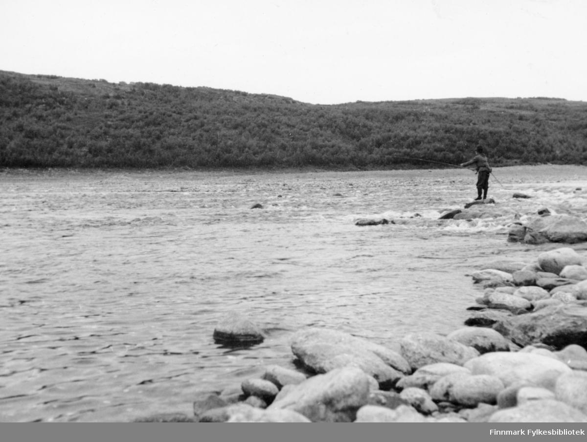 En fin kulp i Storfossen hvor flere fisker måtte bøte med livet, 1947.