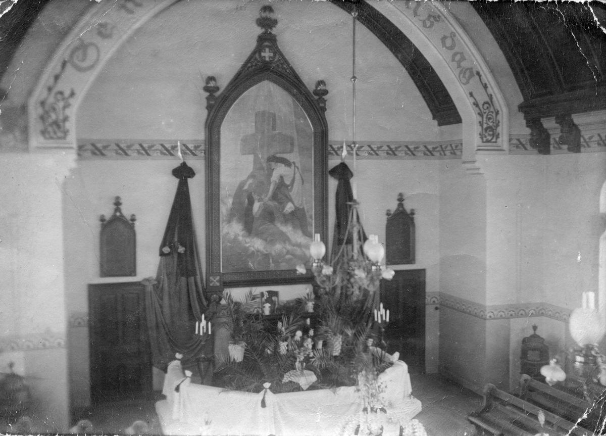 Fotografi av sorgprydda metodistkyrkan i Köping den 3 januari 1916.