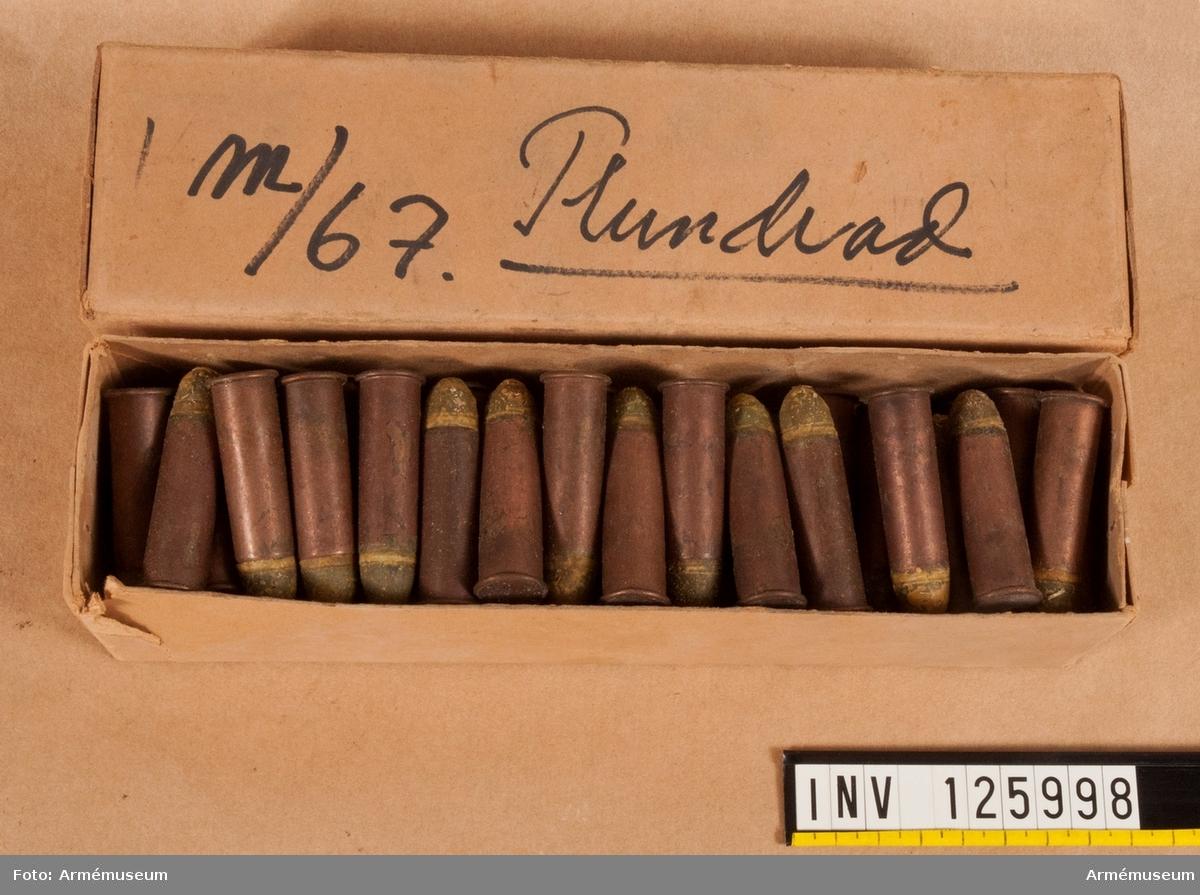 Låda med 12,17 mm patroner till gevär m/1867, plundrad.