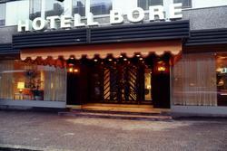 Exteriör- och interiörbilder av Hotell Bore och restaurang M