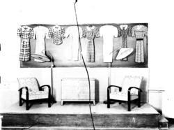 """Text till bilden: """"Lärlingsskolan. Utställningen v.t. 1941""""."""