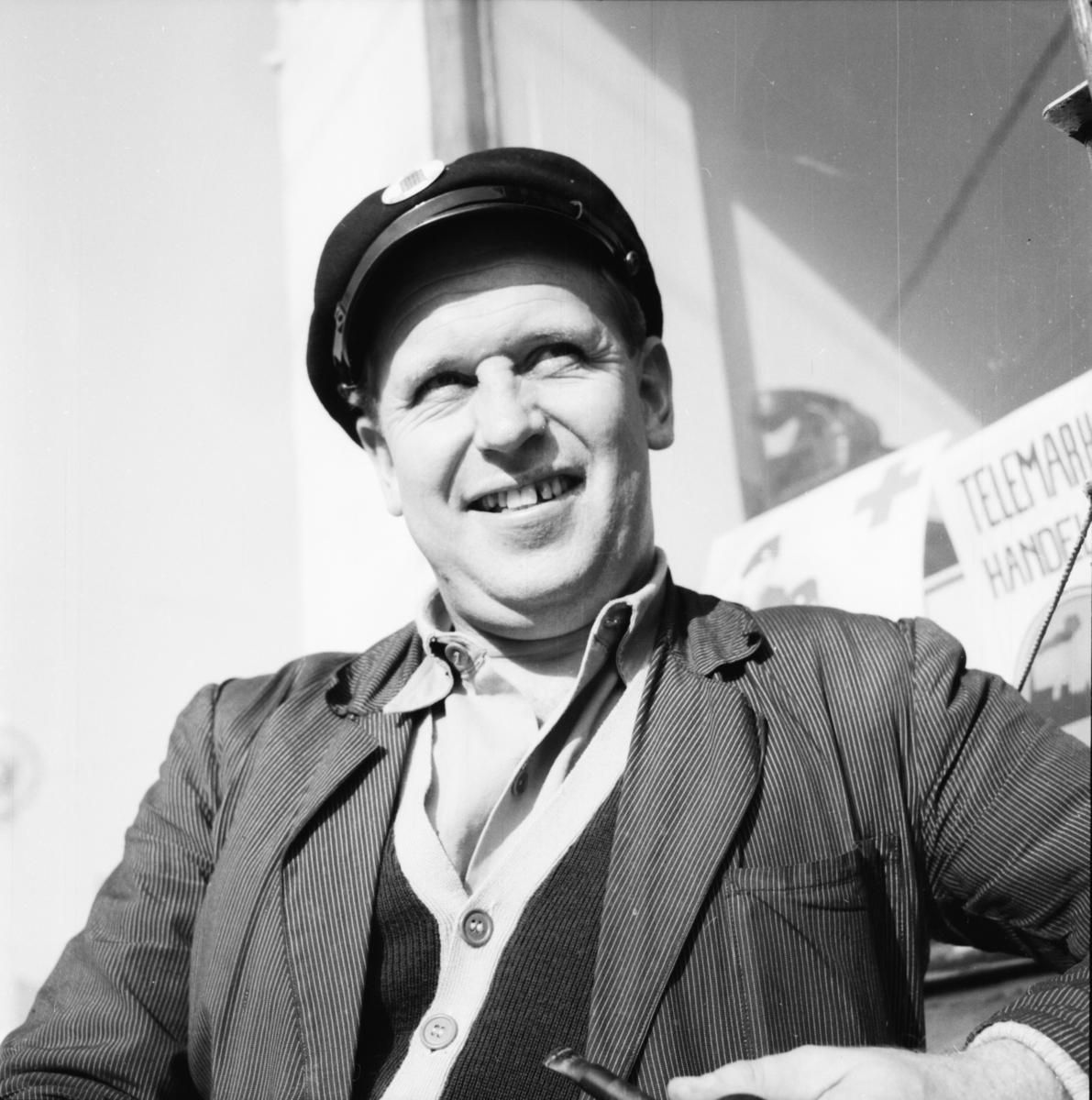 """Vardens arkiv. """"Rundspørring. Hvordan går det med """"Odd - Asker"""" søndag"""". 16.09.1953"""