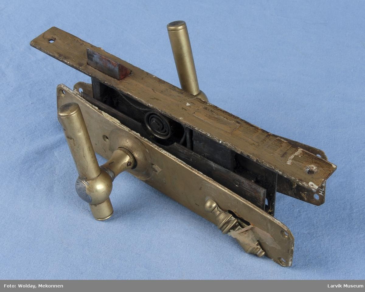 Form: lås til å felle inn i døren,med beslag og vrider 5 deler