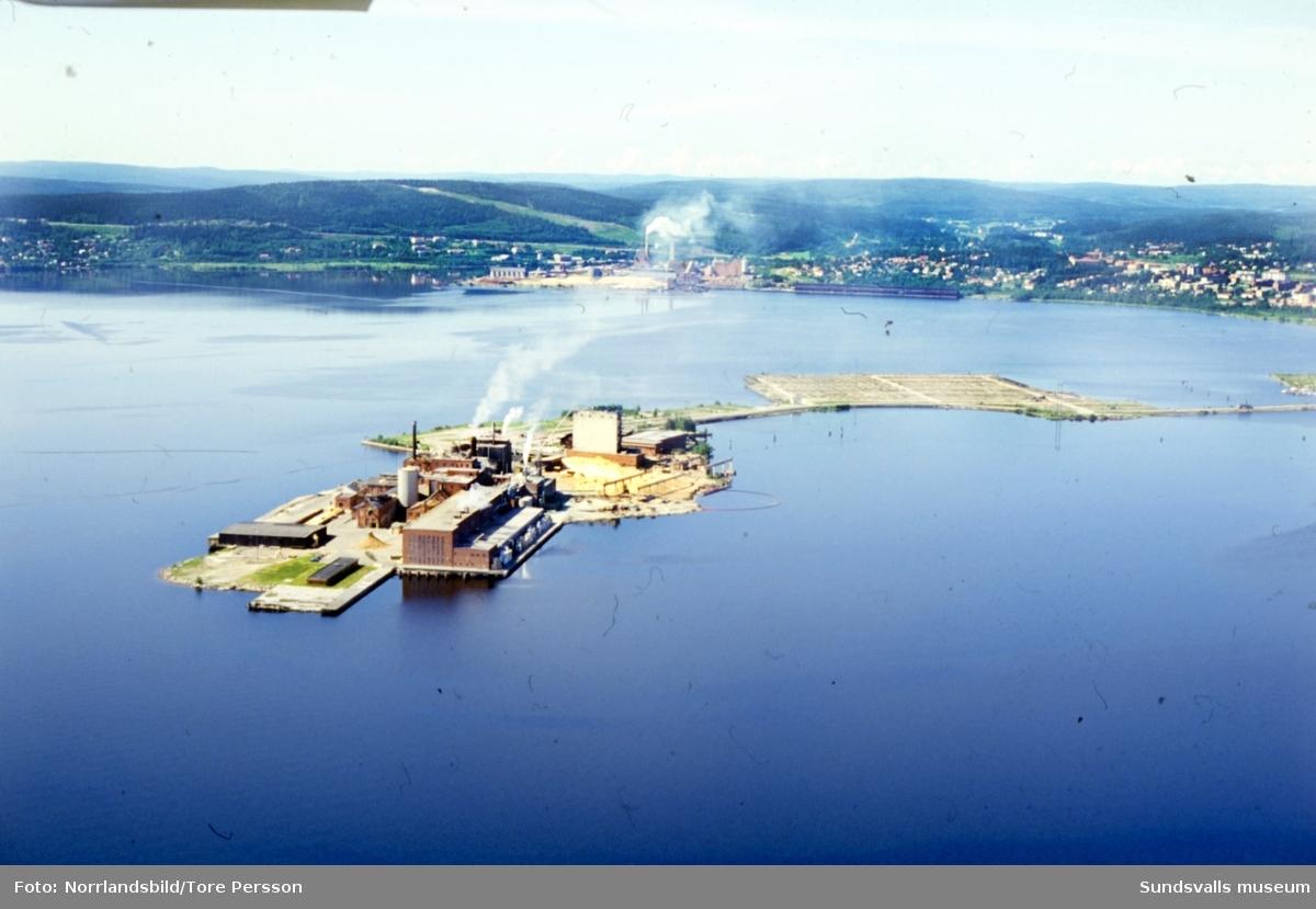 Flygfoto över Vivstavarvs och Östrands pappersbruk.