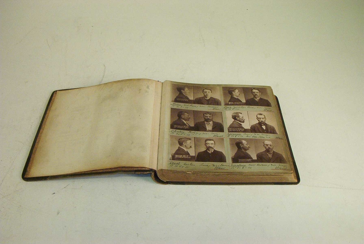 Innbundet forbryteralbum brukt til identifisering av kriminelle. Albumet inneholder bilder av 88 personer, 2 bilder av hver person. I alt 176 bilder.