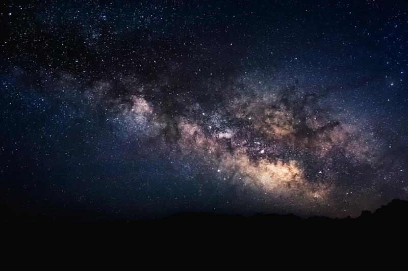 Bildet viser en stjernehimmel. Det ser ut som melkeveien. (Foto/Photo)