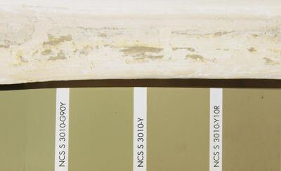 Rester av lag 1 på sirkulær profilkant rundt «Africa» med lys olivengrønn kulør. (Foto/Photo)