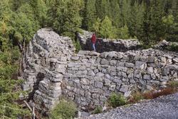 Tveitseterdammen (1758–1759) med sine store gråsteinsmurer ligger ved Vinorenveien. (Foto/Photo)