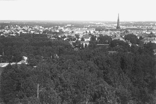 Vy från Djäknebergets vattentorn i Västerås, österut.