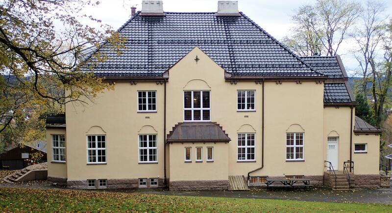 Det fredete anlegget Solheim på Lunner, med hage og stall. Bygget i tidlig 1900-tall. Foto: Lars Stålegård (Foto/Photo)