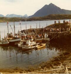 Lundøyadagen på Lund i 1975. Båtene som har fraktet folk til