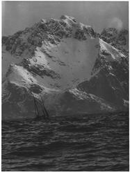 Hvor fartøy segle kan, Lofothavet ved Henningsvær