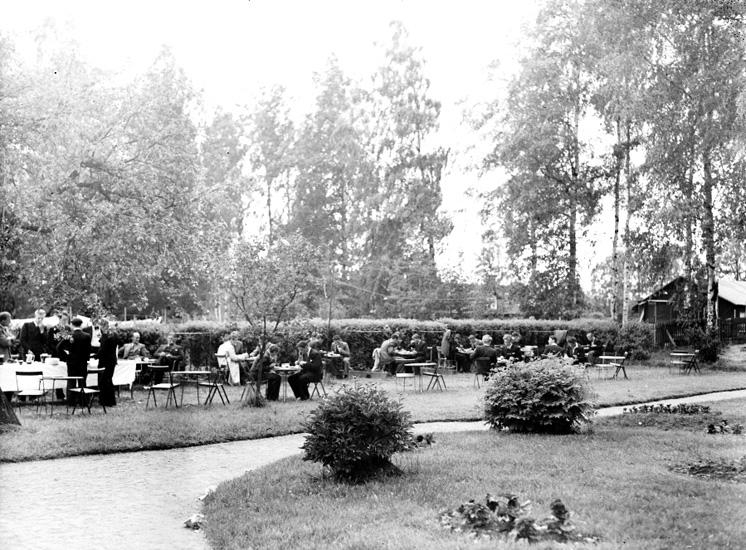 """Text till bilden: """"Trädgårdsservering""""."""