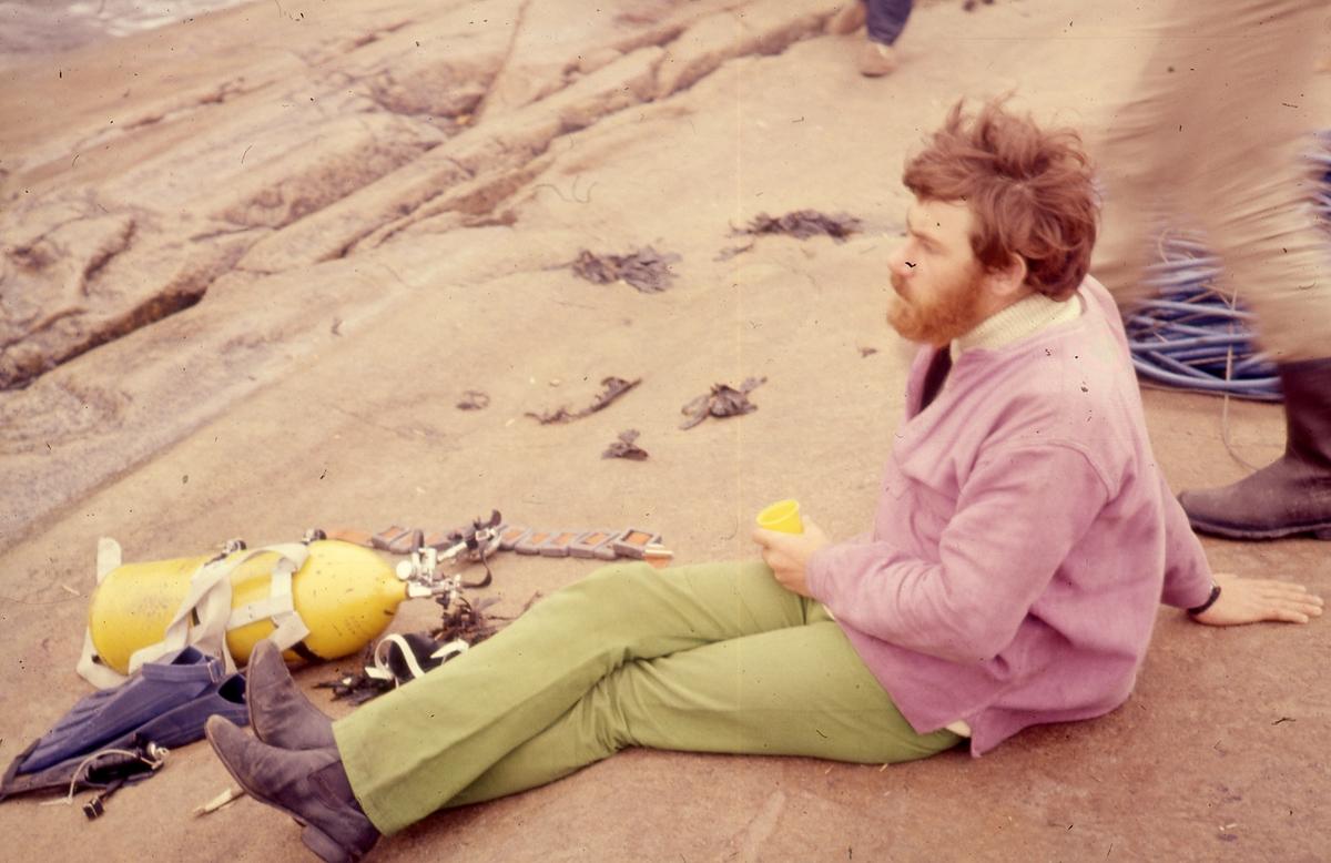 Felt 1967. Bilde av Stephen Bradbury og dykkerutstyr.
