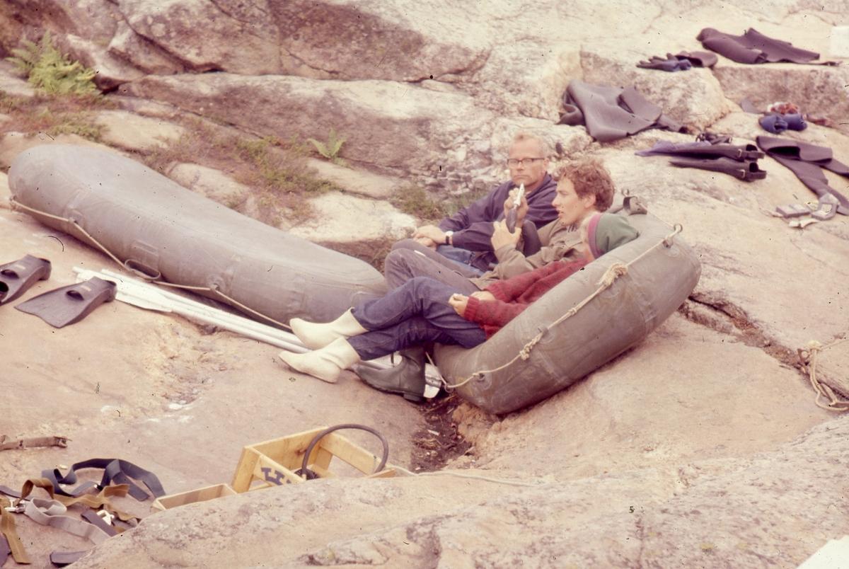 Felt 1967. Bilde av Erik Vea, dykkerutstyr og gummibåt.