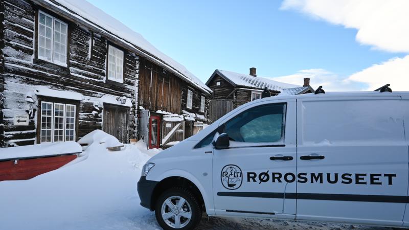 Kurantgården og profilert bil. Foto/Photo