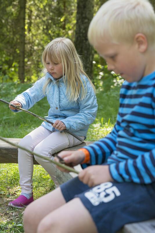 Barns som spikker (Foto/Photo)