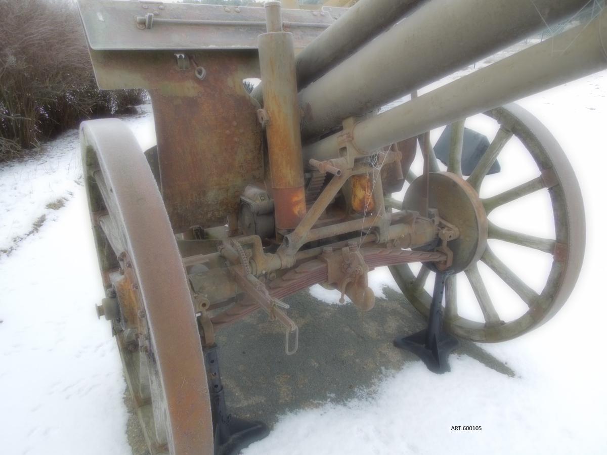 Bofors: 9 cm kanon fm/ca 1930 med en unik kaliber på 9 cm som inte blev anskaffad men som senare köptes med ungefärlig samma konstruktion som 7,5 cm kanon m/40. Vikt ca 1575 kg. Räckvidd 14 km. Projektil 10 kg. Sidriktfält 56 grader och höjdriktfält upp till 45 grader. Att dras av 6 hästar. Kanonen är idag en prydnadspjäs från Bofors Test Center, obrukbar och betraktad som skrot.