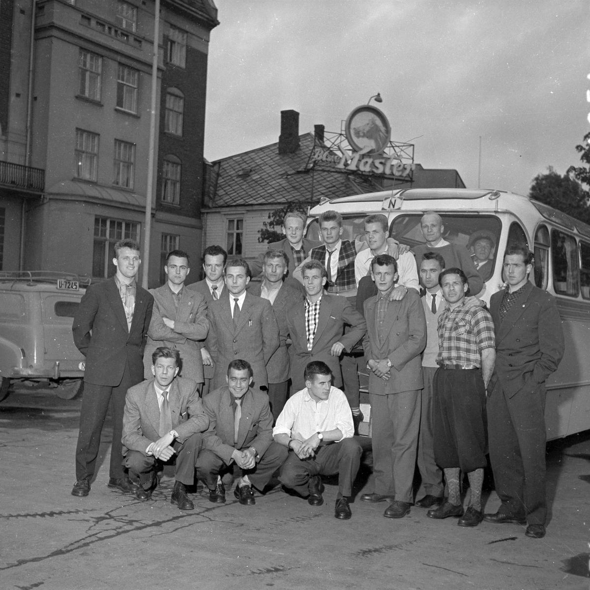 Steinkjerlagets ankomst til Trondheim på vei til fotballkamp i Molde