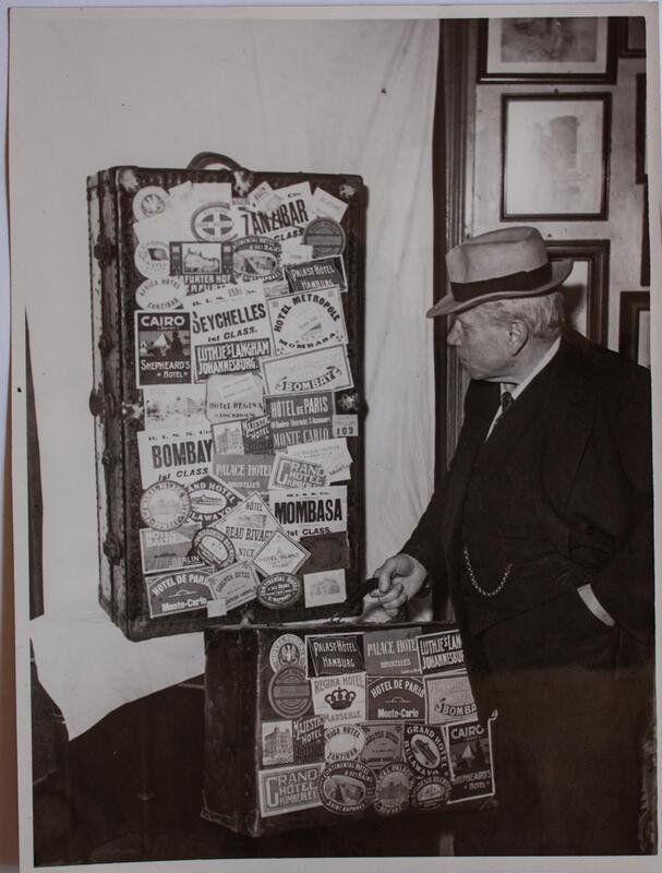 """Onkel"" Peter Birger Holte og hans bereiste bagasje (Foto/Photo)"