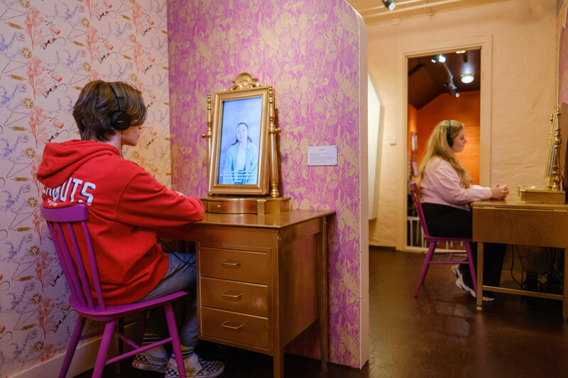 """Fra Fortellingenes rom i utstillingen """"HYSJ!"""" (Foto/Photo)"""