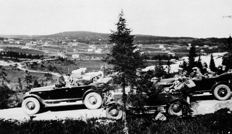 Tre åpne bilder som frakter turister på Sjusjøen, Ringsakerfjellet, ca. 1928-30. Foto: Anno Domkirkeodden. (Foto/Photo)