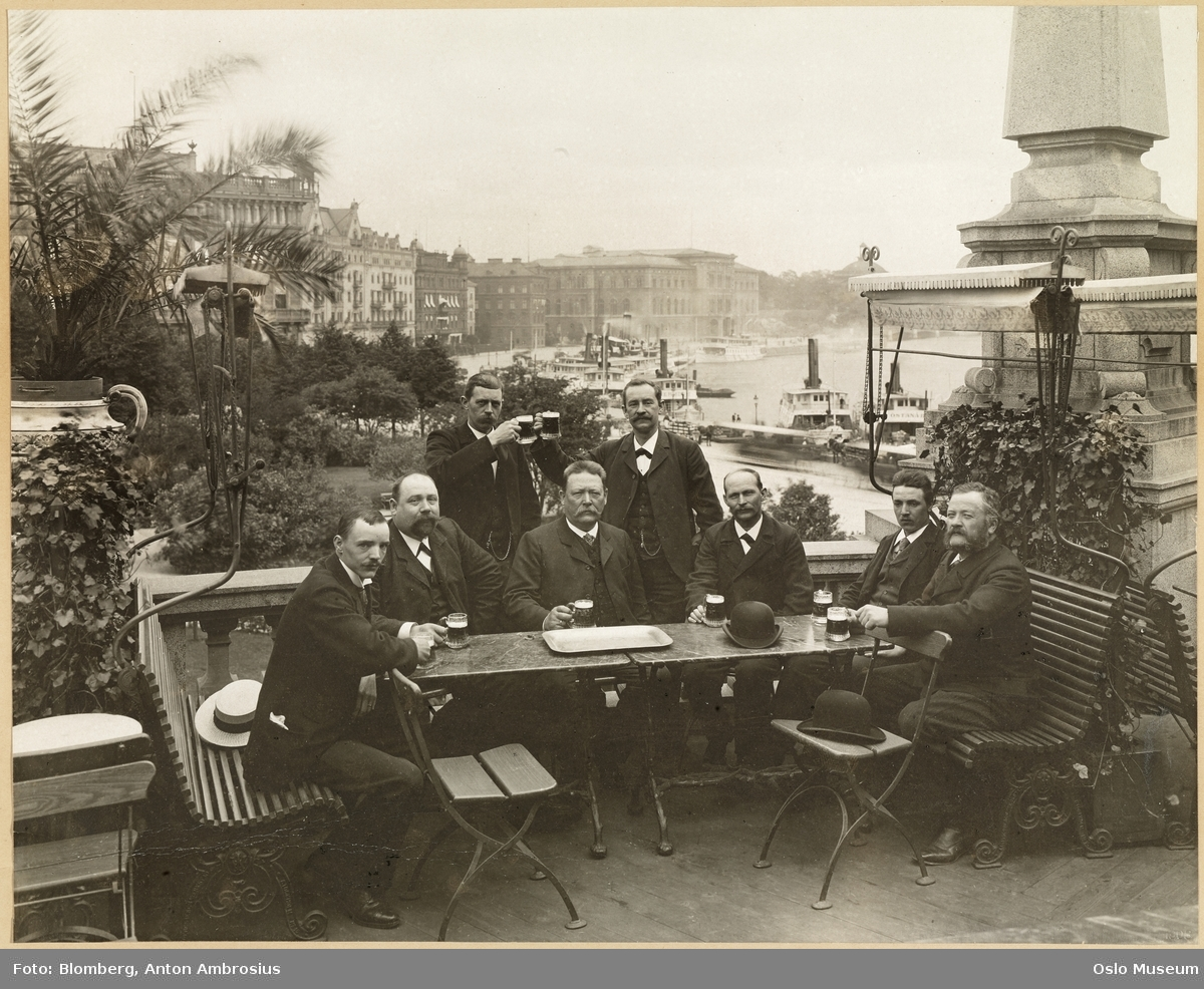 Kungliga Operan, terrasse, gruppe, menn, bord, ølglass, havn, dampbåter, bygårder, Nationalmuseum