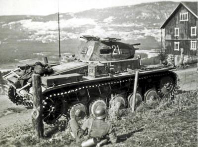Tyske styrker ved Anmarkrud, 28. april 1940. Ukjent fotograf, Bundesarchiv Koblenz. (Foto/Photo)