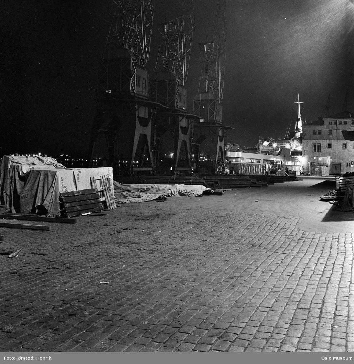 havn, natt, brostein, kraner, paller, havneskur