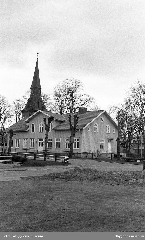Byggnadsinventering 1972. Prästgården och kyrkan.