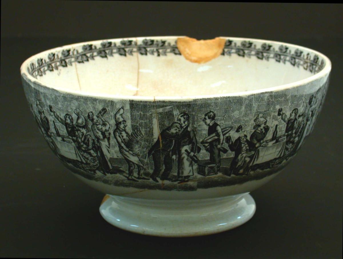 Bolle i hvit keramikk. Mønsteret er bilder fra en bryllupsfest, trykket i sort. Med stempel.