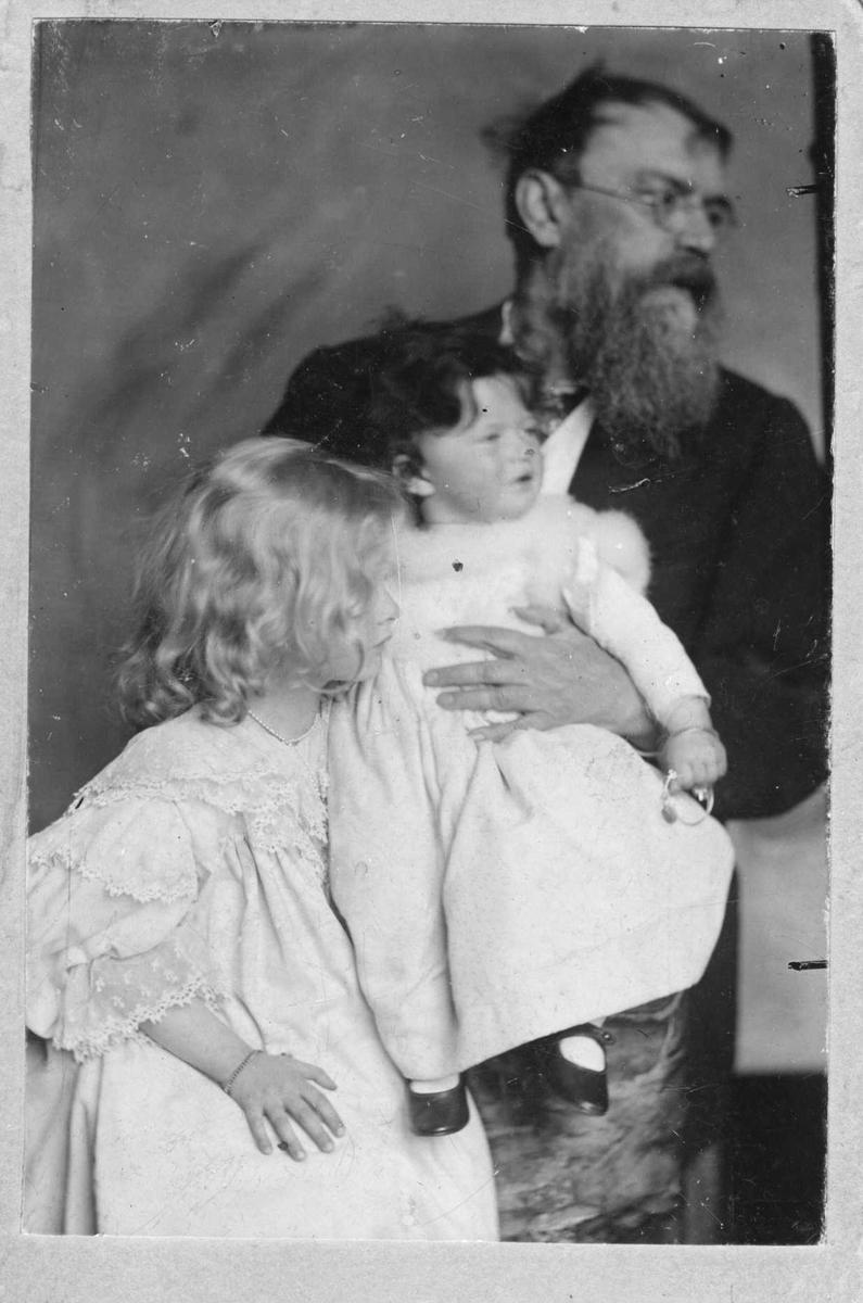 Mann, kvinne, døtre, Lenbach,