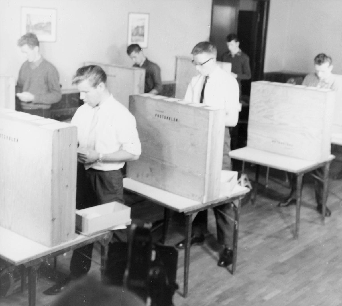 postskolen, interiør, brevsortering, 6 menn