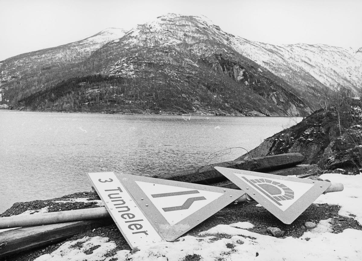 norgesbilder, 8230 Sulitjelma, vann, fjell, veiskilt