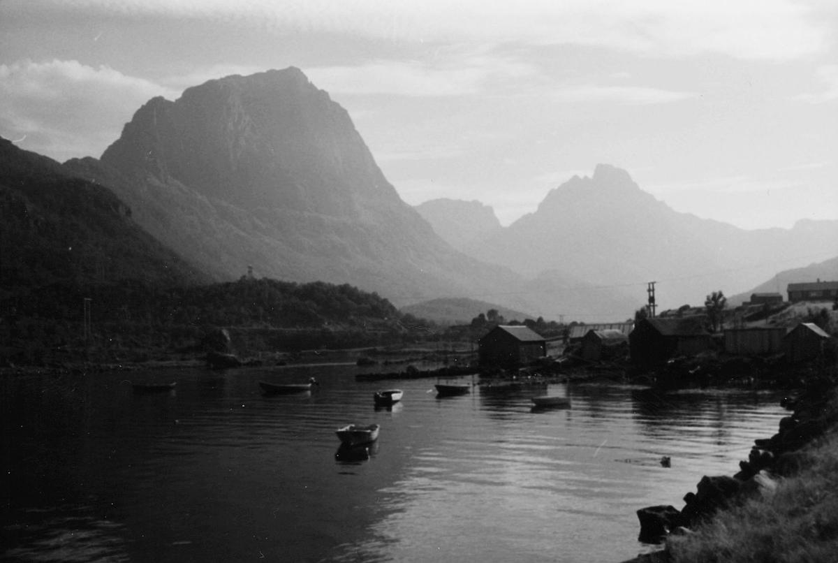 norgesbilder, vann, båter, fjell