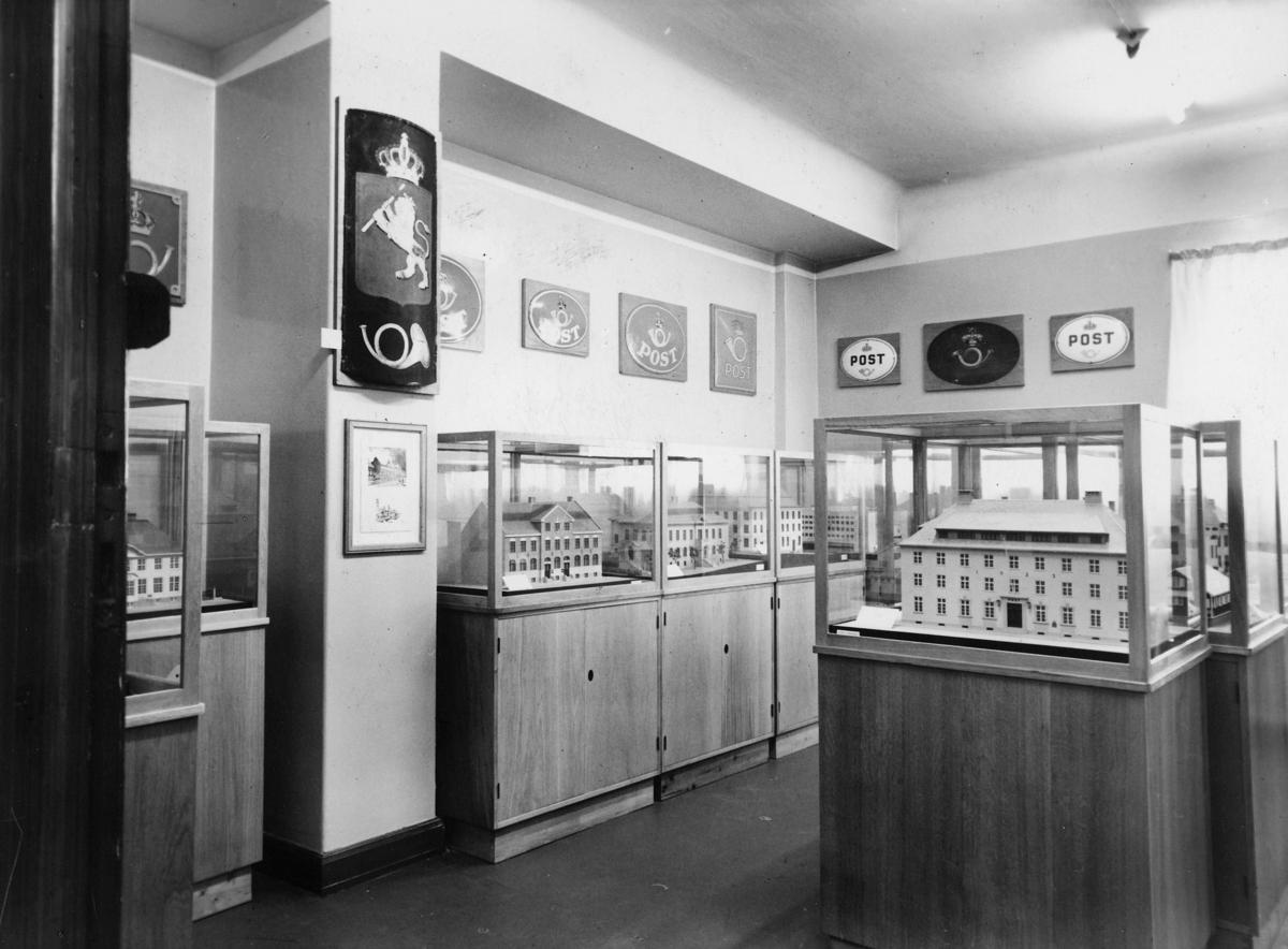postmuseet, Dronningensgate 15, Oslo, 7. etasje, 1947-1957, interiør, modeller av bygninger i montre