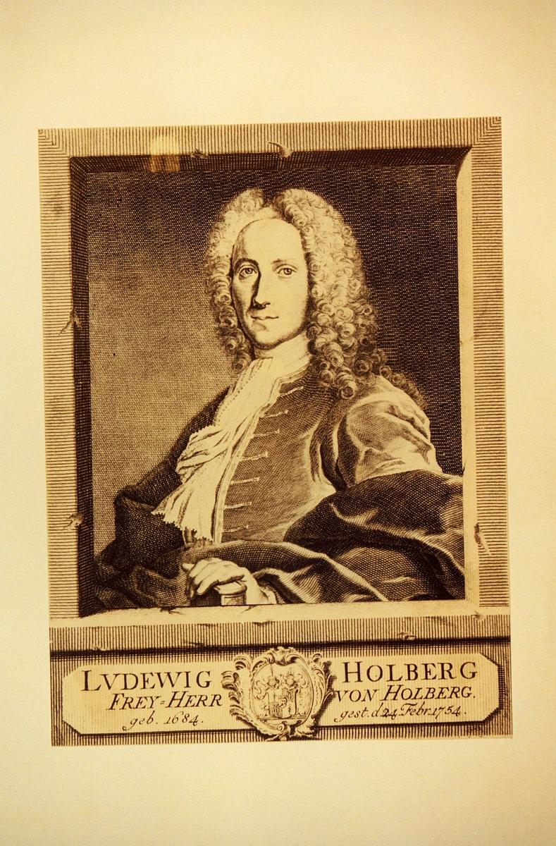 Postmuseet, frimerker, tegning, utkast, NK 958, 5. oktober 1984, 2,50 kr (ikke på utkastet), s/hv, Ludvig Holberg 300 år (1684-1754), portrett, kunstner: Knut Løkke-Sørensen.