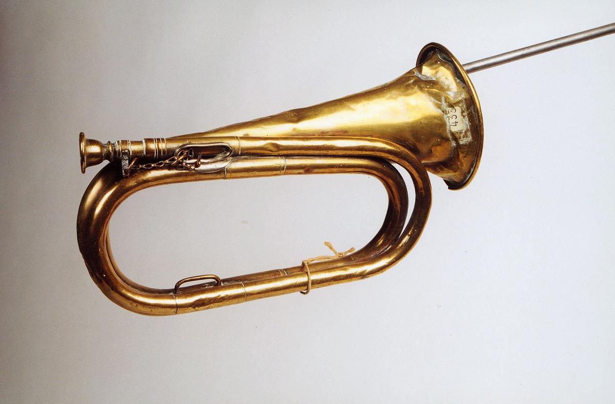 Postmuseet, gjenstander, posthorn, trompettype, tuten er bulkete, lenke.
