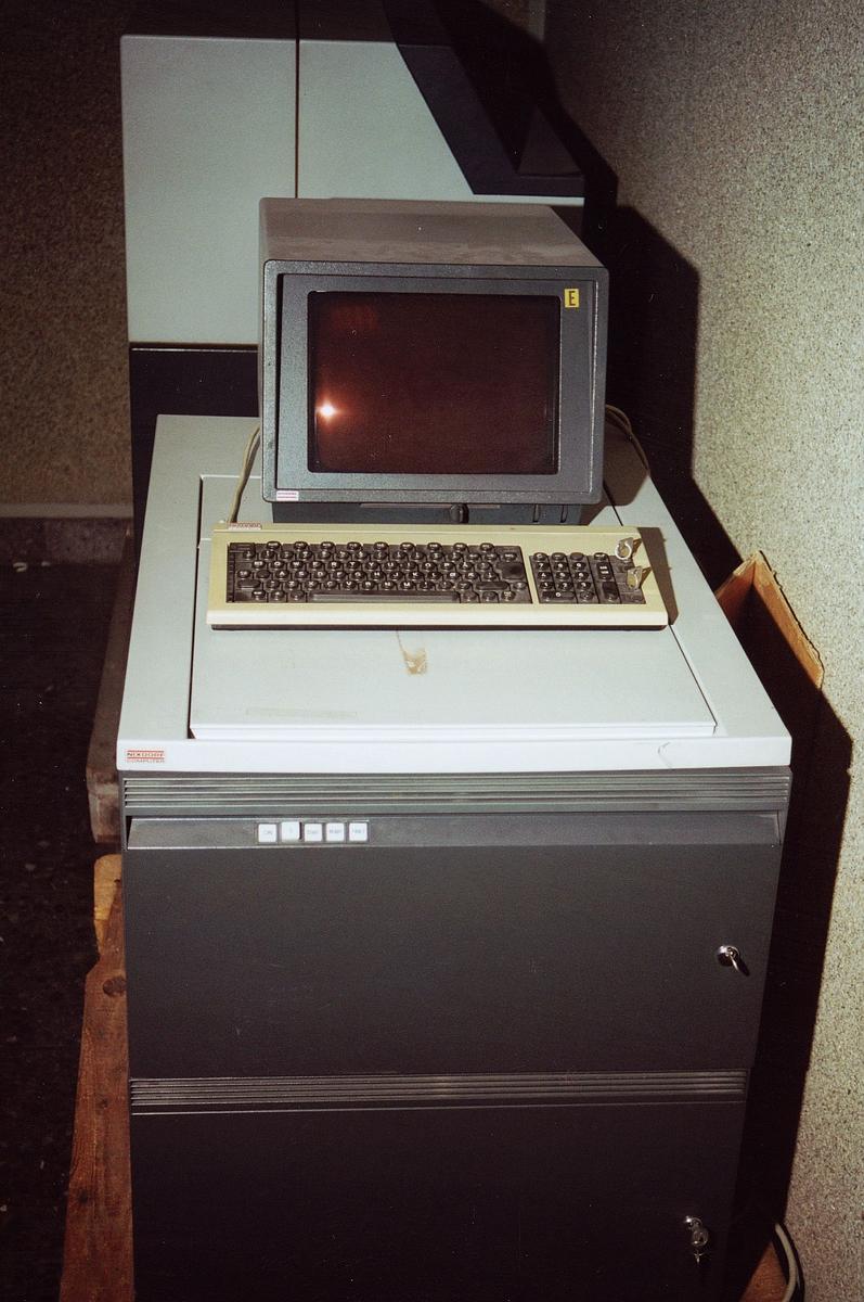 postgiro, Biskop Gunnerus g. 14, maskiner, datamaskin, Nixdorf Computer 000378/007, maskin med skjerm og tastatur