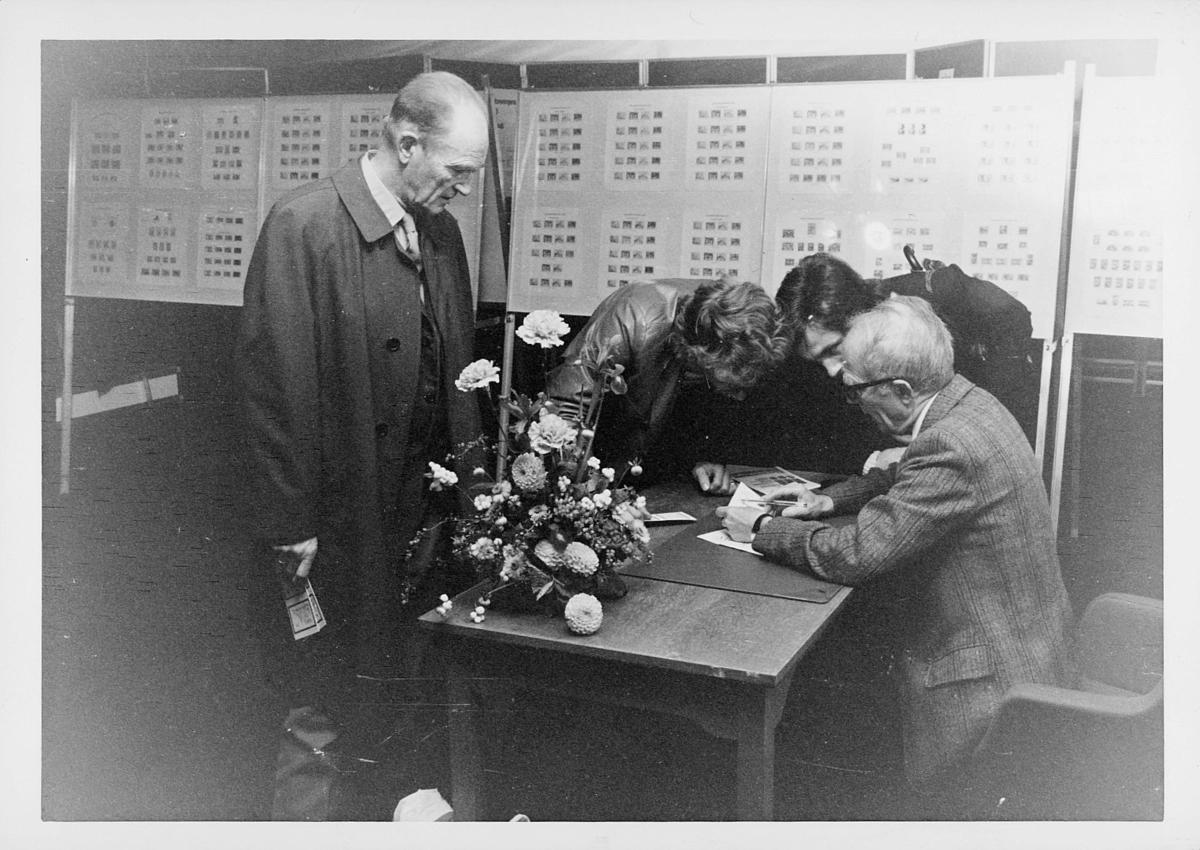 markedsseksjonen, verdenspostforeningen 100 år, filateli, frimerkeutstilling, signering