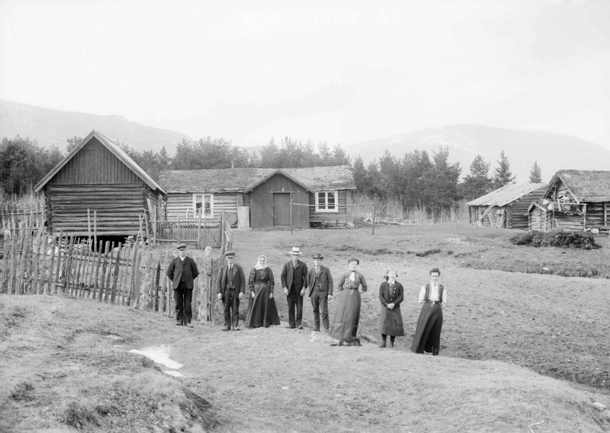 Antageligvis Ole Hansen Varpestuen, født 1858, gift med Marit Ellefsdatter Storøygard fra Heidal, f 1854. De bodde på Myrom i Ruste og fikk 10 barn.