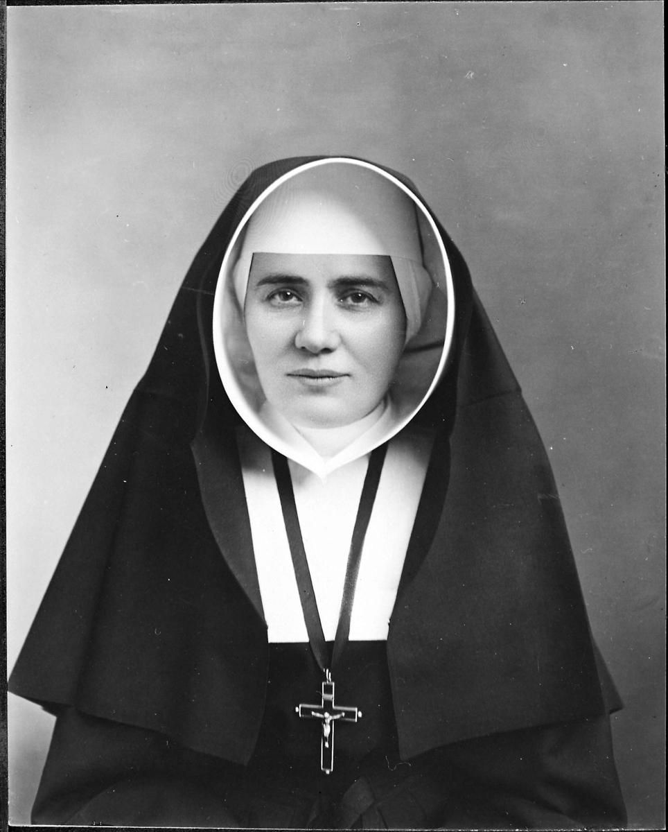 Moder Fulgentia, priorinne, kors,