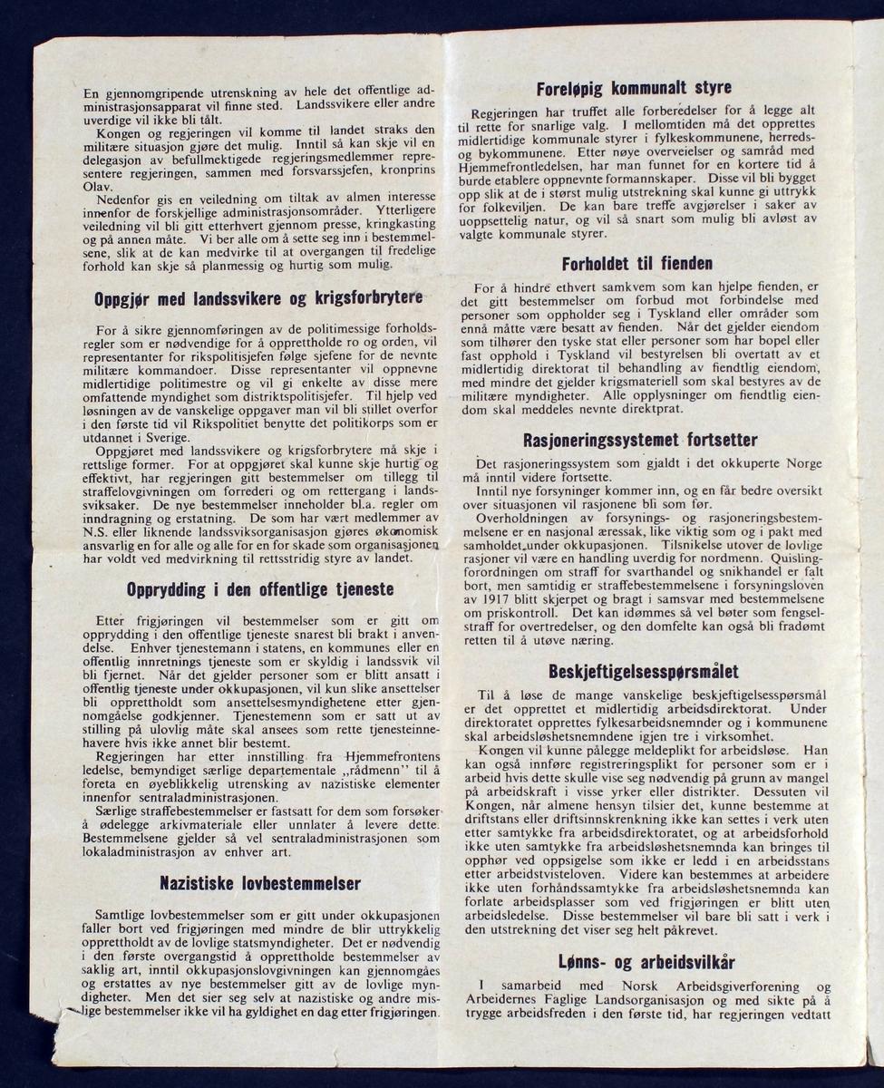 Flyveblad med norske flaggfarger over, hilsen fra Kongen  og statministeren, og redegjørelse for arbeidet etter  frigjøringen.